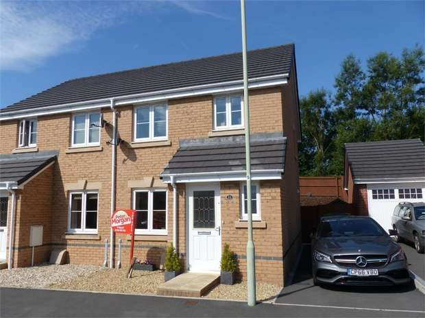 3 Bedrooms Semi Detached House for sale in Clos Joslin, Bridgend, Bridgend, Mid Glamorgan