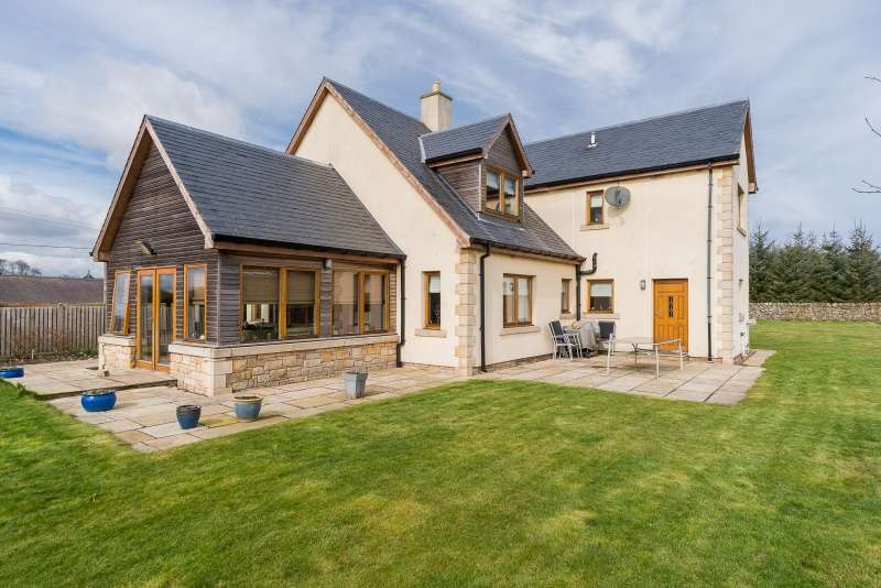 5 Bedrooms Detached House for sale in Mordington Holdings, Mordington, Scottish Borders, TD15 1XA