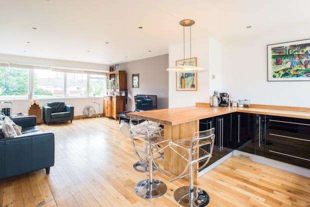4 Bedrooms End Of Terrace House for sale in West Molesey, Surrey, .