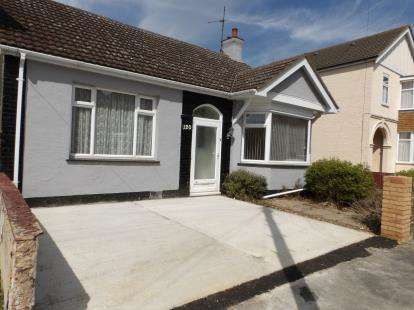 3 Bedrooms Bungalow for sale in Shoeburyness, Southend-On-Sea, Essex