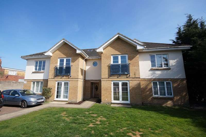 2 Bedrooms Flat for sale in Oakdale Road, Oakdale, Poole