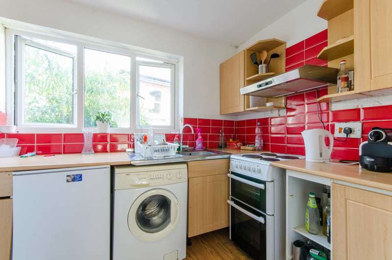 2 Bedrooms Flat for sale in Wood Street, High Barnet, EN5
