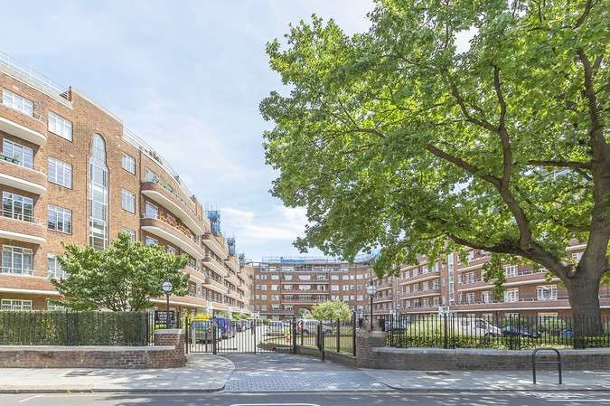 3 Bedrooms Flat for sale in Barons Keep, Gliddon Road, London