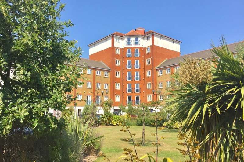 3 Bedrooms Flat for sale in Dominica Court, Eastbourne, BN23