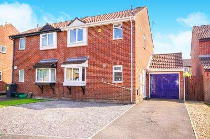 3 Bedrooms Semi Detached House for sale in Parnall Crescent, Yate, Bristol, Gloucestershire