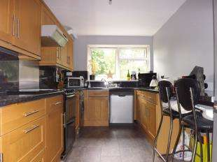 2 Bedrooms Flat for sale in Cliftonville Court, 143 Burnt Ash Hill, Lee, London