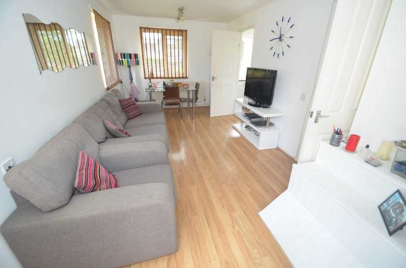 2 Bedrooms Maisonette Flat for sale in Bradwell Common