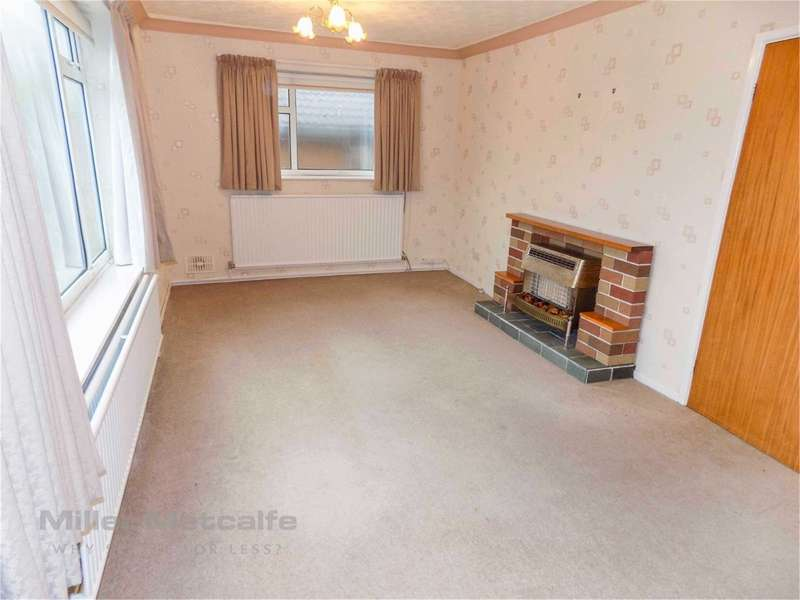 2 Bedrooms Detached Bungalow for sale in Windsor Drive, Horwich, Bolton, BL6