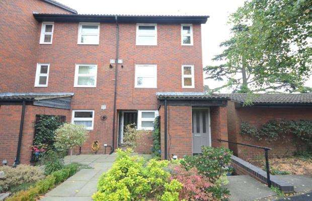 2 Bedrooms Maisonette Flat for sale in Fountain Gardens, Windsor, Berkshire