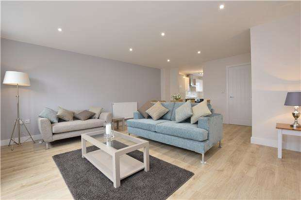 3 Bedrooms Terraced House for sale in Charlton Park, Brentry, Bristol, BS10 6UE