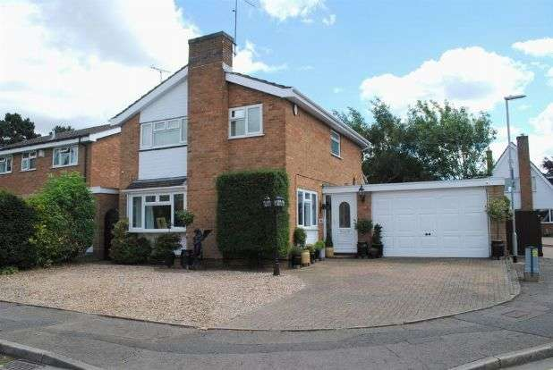 4 Bedrooms Detached House for sale in Upton Close, Kingsthorpe, Northampton NN2 8TS