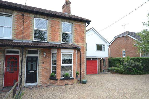 3 Bedrooms Semi Detached House for sale in Oxenden Road, Tongham, Farnham