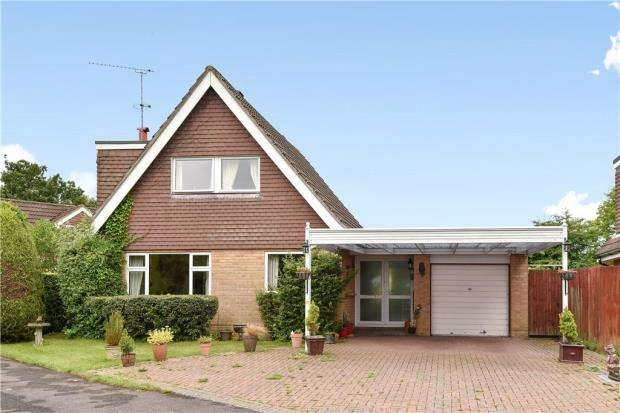 3 Bedrooms Detached House for sale in Stookes Way, Yateley, Hampshire