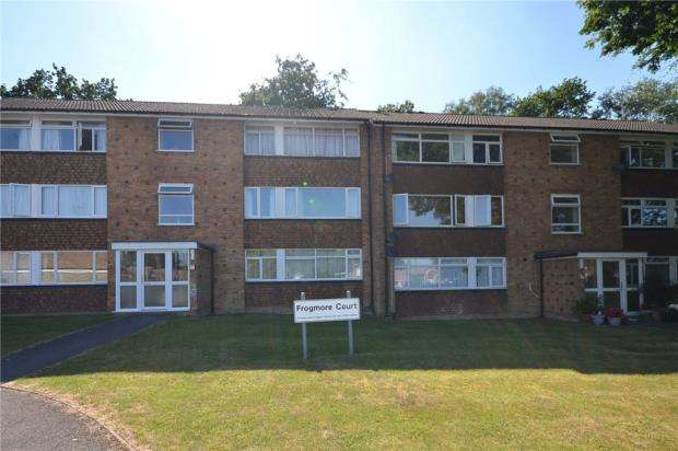 2 Bedrooms Apartment Flat for sale in Frogmore Court, Blackwater, Surrey
