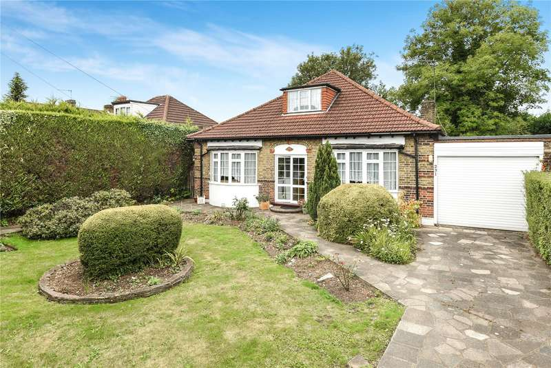 4 Bedrooms Detached Bungalow for sale in Park Road, Uxbridge, Middlesex, UB8
