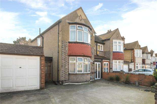3 Bedrooms Semi Detached House for sale in Sutton Lane, Hounslow