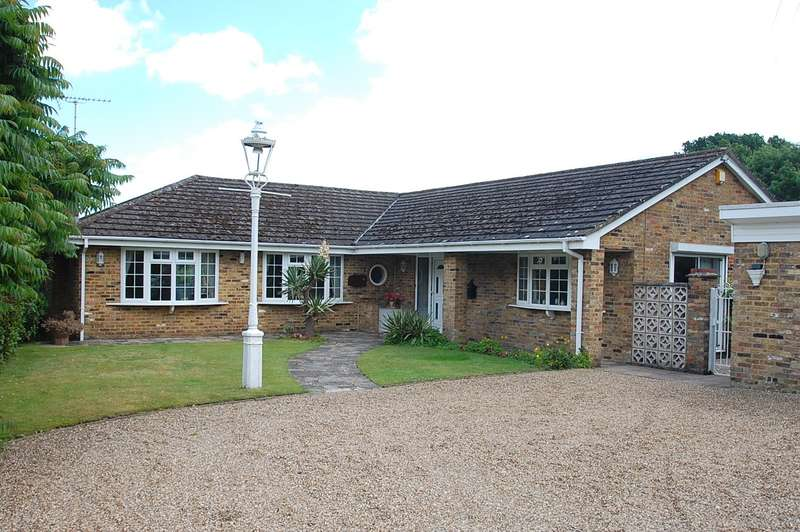 3 Bedrooms Detached Bungalow for sale in Denham Lane, Chalfont St. Peter, SL9