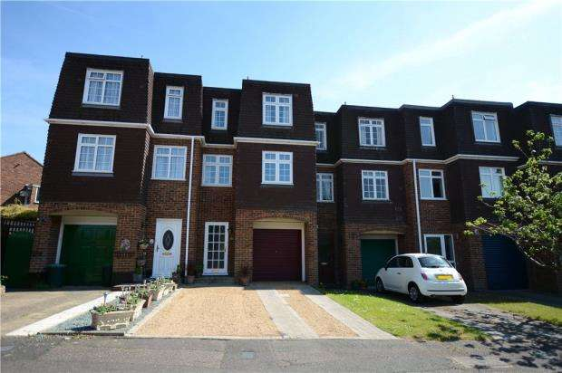 4 Bedrooms Terraced House for sale in Thatcher Close, West Drayton