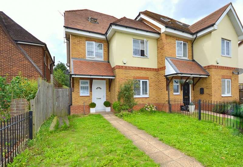 5 Bedrooms Semi Detached House for sale in Shepperton