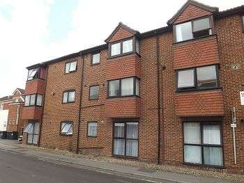 2 Bedrooms Flat for sale in Wellington Court, Waterloo Road, Havant, PO9