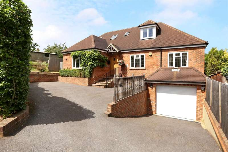 4 Bedrooms Detached House for sale in Hillary Road, Farnham, Surrey, GU9