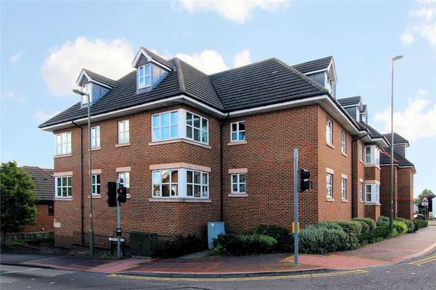 2 Bedrooms Flat for sale in Knaphill, Woking, Surrey
