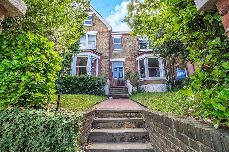 Flat for sale in Watts Avenue, Rochester, ME1