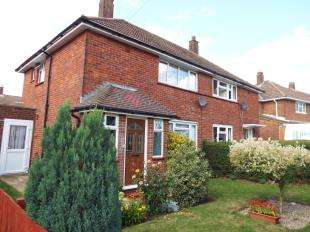 2 Bedrooms Semi Detached House for sale in Warbank Crescent, New Addington, Croydon