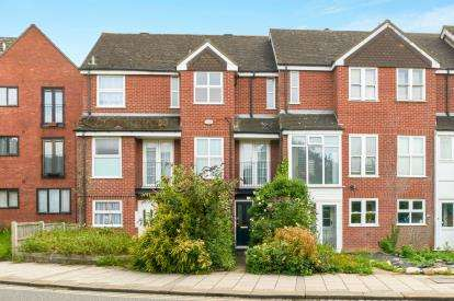 3 Bedrooms Terraced House for sale in Shakespeare Road, Bedford, Bedfordshire