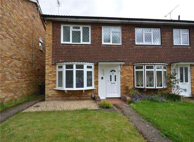 3 Bedrooms End Of Terrace House for sale in Quebec Gardens, Blackwater, Surrey