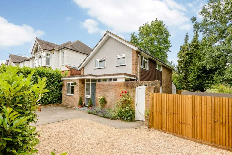 4 Bedrooms Detached House for sale in Guildford