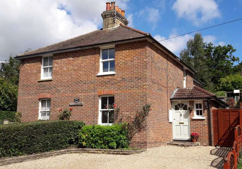 3 Bedrooms Semi Detached House for sale in Lower Bourne