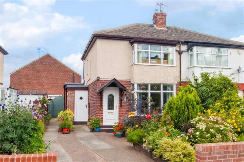 3 Bedrooms Semi Detached House for sale in Thorpe Road, LS28 7NG