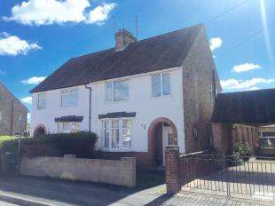 3 Bedrooms Semi Detached House for sale in William Road, Ashford, Kent