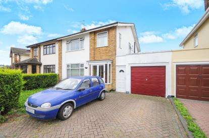 3 Bedrooms Semi Detached House for sale in Wick Estate, Southend-On-Sea, Essex