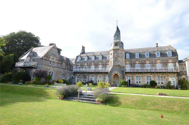 2 Bedrooms Flat for sale in The Priory, Priory Road, Abbotskerswell, Newton Abbot