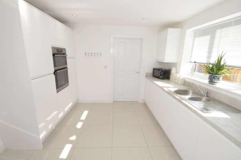 5 Bedrooms Detached House for sale in Beeby Way, Chester, Flintshire, CH4