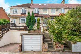 4 Bedrooms Terraced House for sale in Jersey Road, Rochester, Kent