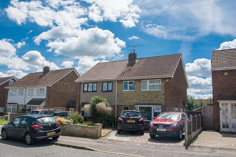 3 Bedrooms Semi Detached House for sale in Roberts Road, Basildon, Essex, SS15 6AY