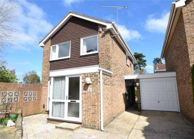 3 Bedrooms Link Detached House for sale in Chiltern Close, Church Crookham, Hampshire