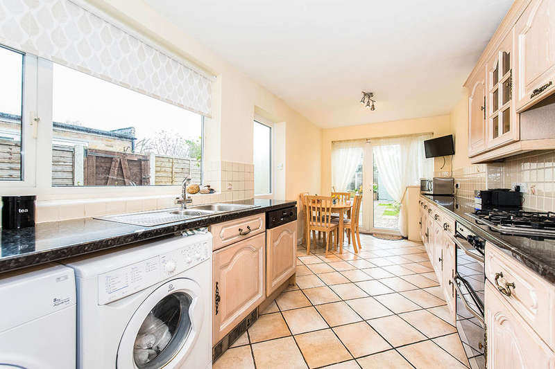3 Bedrooms Semi Detached House for sale in Chaucer Road, Ashford, TW15