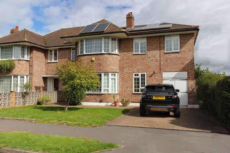 4 Bedrooms Semi Detached House for sale in 3 Denleigh Gardens, Thames Ditton