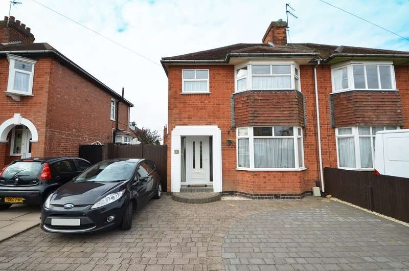 3 Bedrooms Semi Detached House for sale in Hart Close, Hillmorton, Rugby