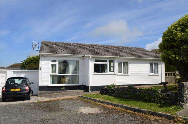 3 Bedrooms Bungalow for sale in Gibbons Fields, Mullion, Helston, Cornwall