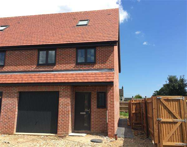 3 Bedrooms Town House for sale in Railway Mews - Cauldwell Hall Road, Ipswich