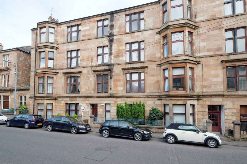 3 Bedrooms Ground Flat for sale in Deanston Drive, Glasgow, G41 3AF