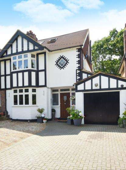 4 Bedrooms Semi Detached House for sale in Hastings Road, Bromley
