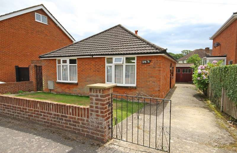 2 Bedrooms Detached Bungalow for sale in Glenville Road, Walkford, Christchurch