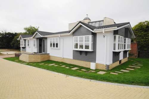 2 Bedrooms Park Home Mobile Home for sale in Montevideo Park, Weymouth