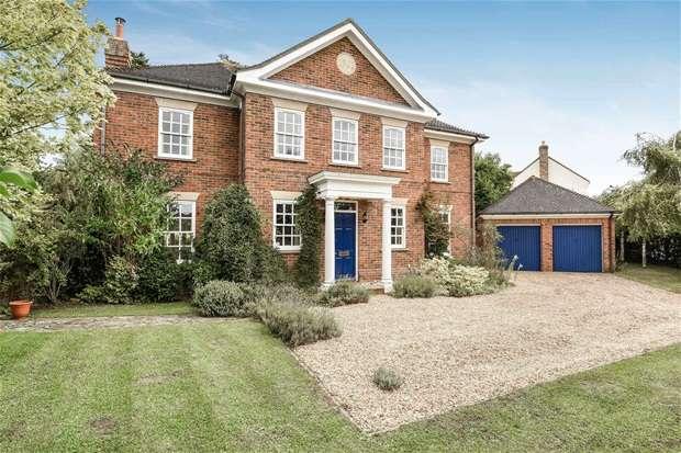 5 Bedrooms Detached House for sale in Hampden Court, Biddenham